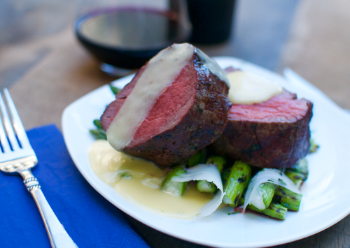 Beef tenderloin with a beurre blanc sauce grillinfools