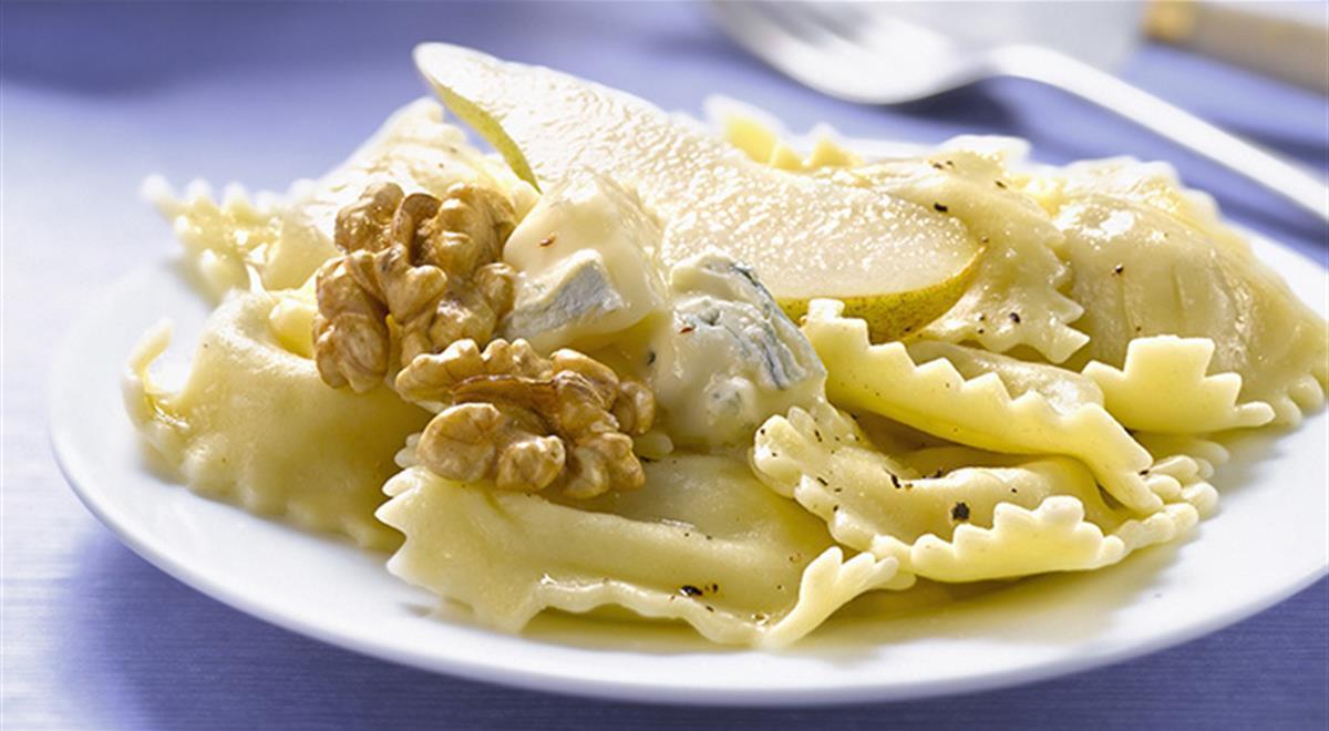 Ravioli with gorgonzola, pear and walnuts