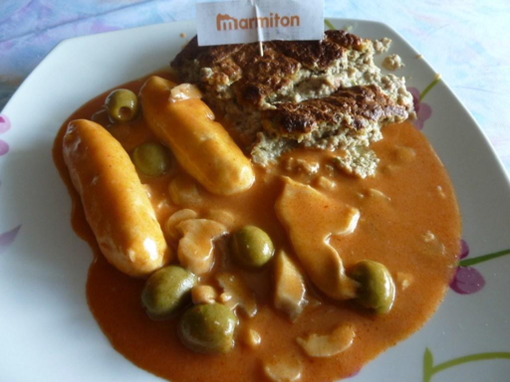 Gâteau de foies de volaille et quenelles sauce aurore