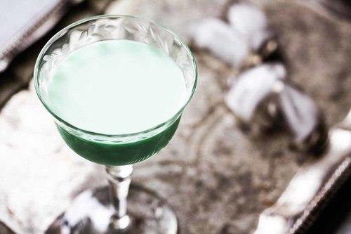 Mint chocolate grasshopper cocktail recipe simplyrecipes.com