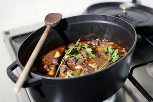 Rezept boeuf bourguignon mit hirschfleisch nzz bellevue