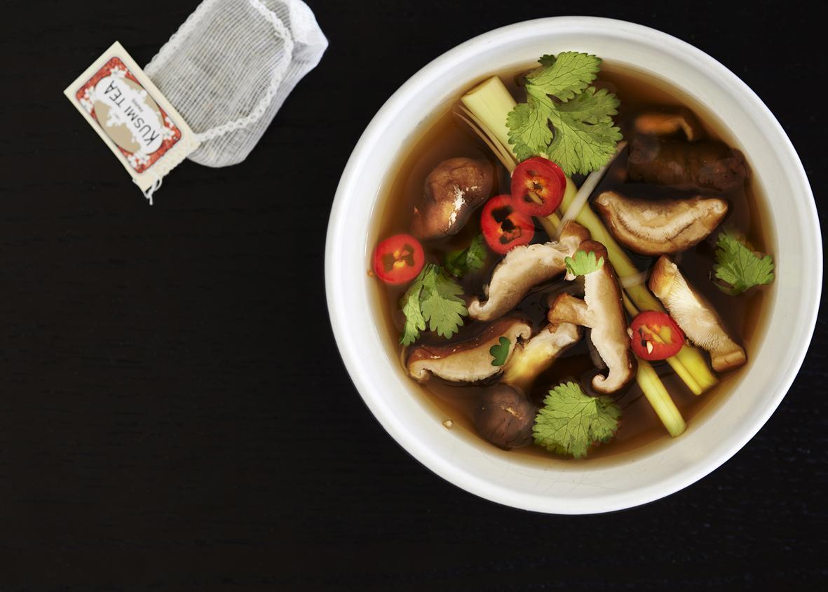 Rezept: Suppe mit Shiitake-Pilzen und Grüntee | NZZ Bellevue