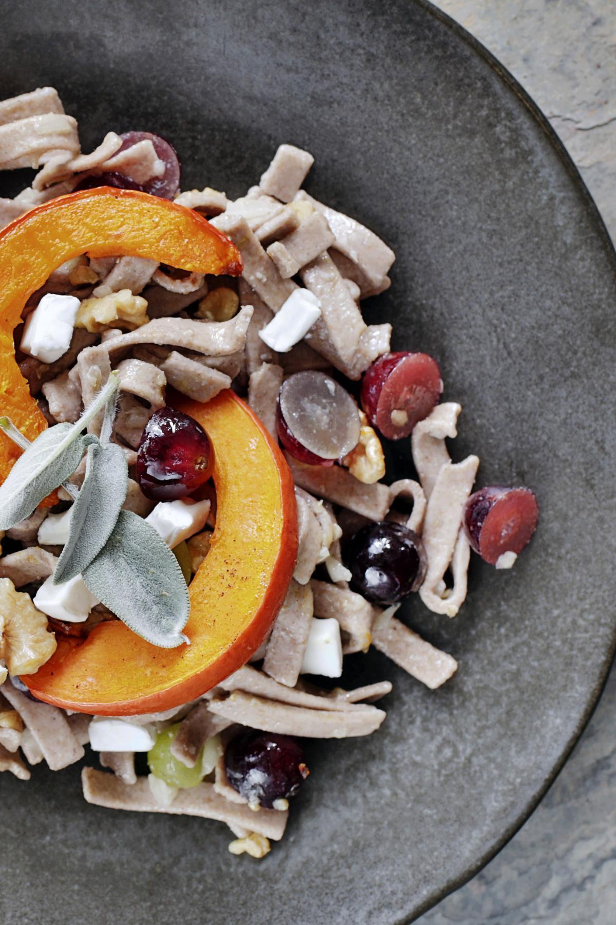 Rezept: Pizzoccheri mit Kürbis und Trauben | NZZ Bellevue
