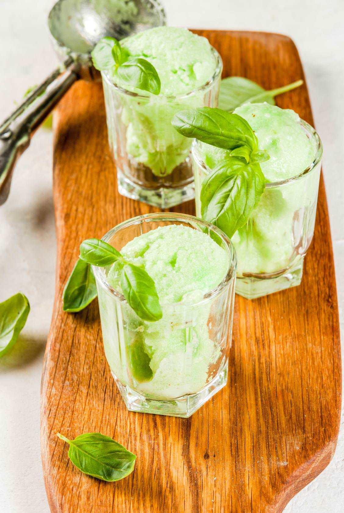 Rezepte: Gurken-Melonen-Sorbet mit Basilikum und Limoncello | NZZ Bellevue