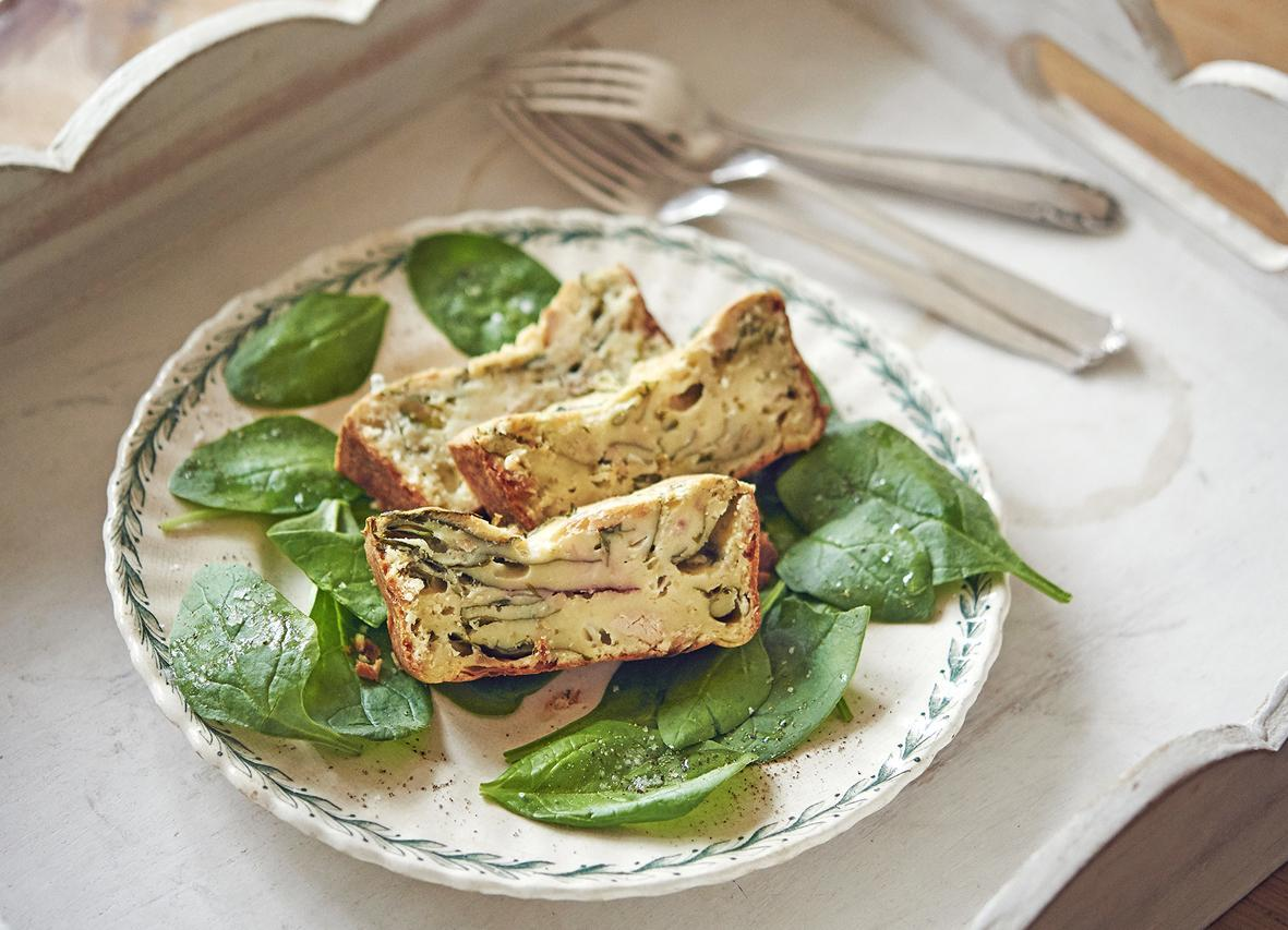 Rezept: Thunfisch-Cake mit Jungsalat | NZZ Bellevue