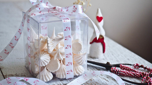 Edible christmas gifting minty mini meringue kisses