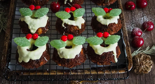Mango cherry cranberry mini wreath fruit cakes