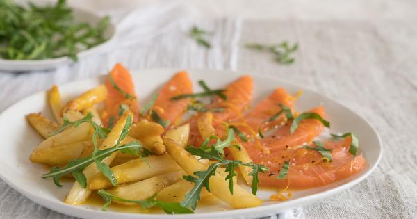 Spargeln à l'orange mit Lachs-Sashimi - Kraut und Rüben