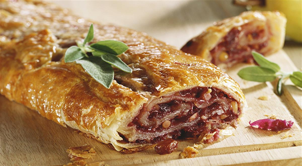 Red cabbage strudel