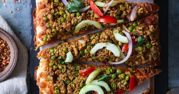 Kheema Matar- Spicy Chicken Mince Pizza, no knead quick pizza