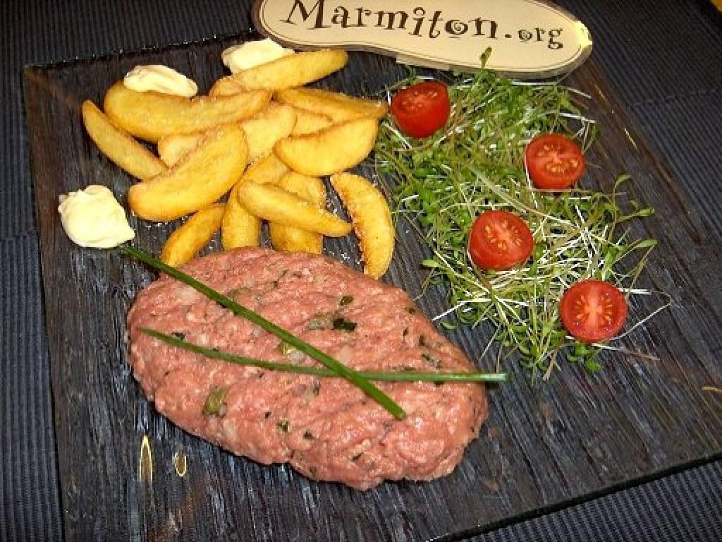 Filet américain (tartare de boeuf à la mode de  Belgique)