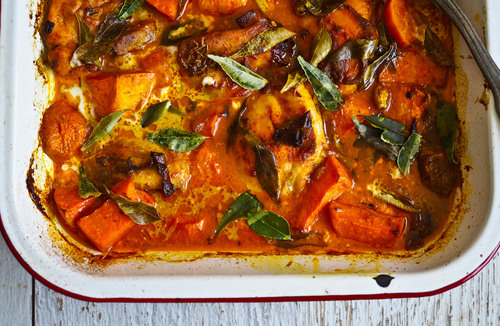 Easy baked chicken sweet potato curry tray bake