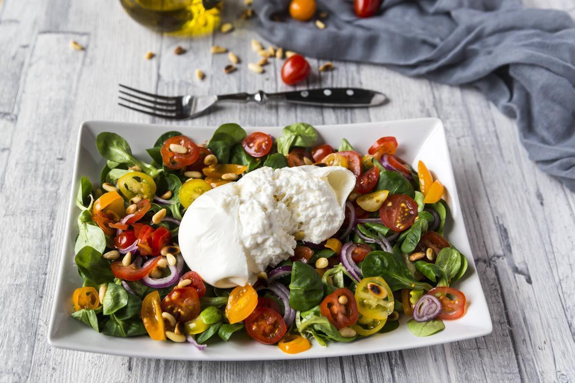 Rezept: Bunter Tomatensalat mit Burrata | NZZ Bellevue